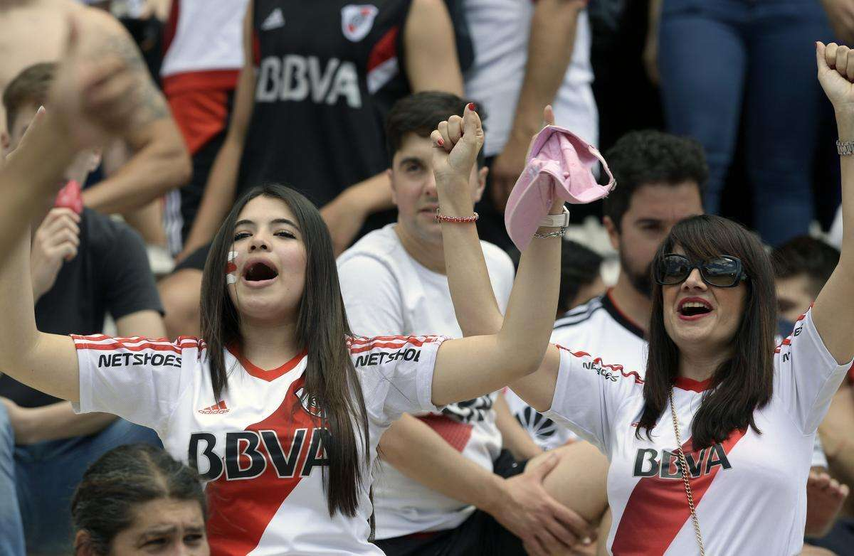Torcedores do River Plate na final da Libertadores, contra o Boca Juniors, no Monumental de Núñez