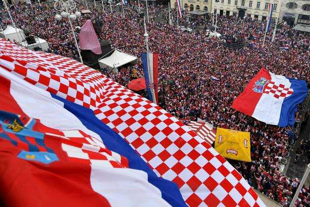 Torcedores croatas lotaram as ruas da capital Zagreb para assistir à final da Copa do Mundo